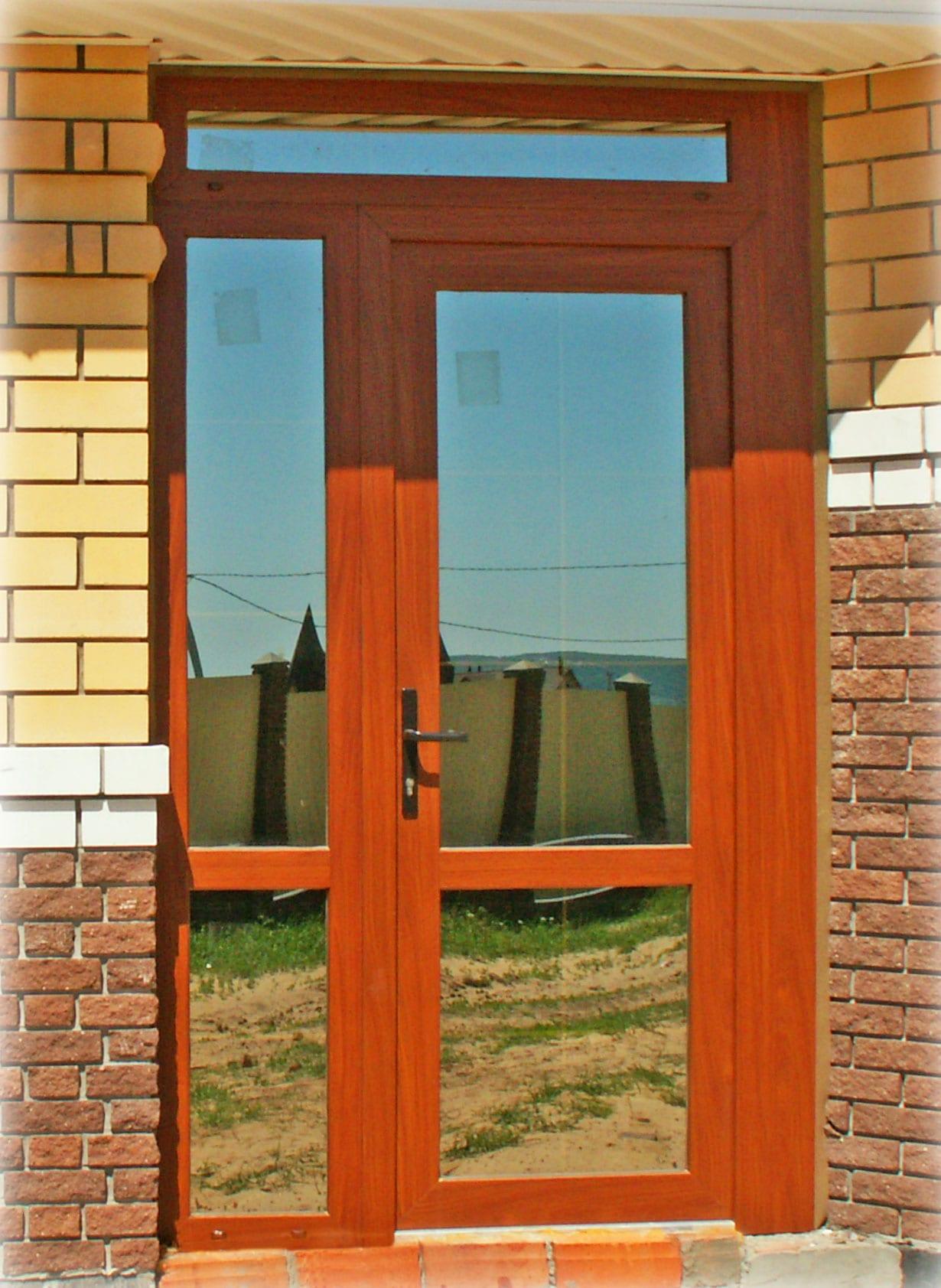 пластиковая дверь со встроенным окном фото первая картинка